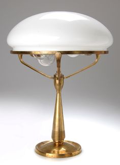 BRUNO PAUL table lamp, 1901-1904. Manufactured by K M Seifert & Co., Dresden-Löbtau for the United Workshops for Arts and Crafts, Munich. H. 44 cm.