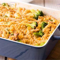 Zapiekanka makaronowa z kurczakiem Syta zapiekanka z makaronem, kurczakiem i brokułem . Do tego sos z ciągnącym się serem i przepyszny ciepły obiad albo kolacja gotowa. Brzmi fantastycznie prawda? A smakuje jeszcze lepiej!…