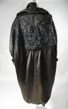 Elisabeth in The Gate Trilogy 30s Fashion, Fashion History, Vintage Fashion, Belle Epoque, Cocoon Jackets, Cocoon Coats, Lanvin, Flapper Style, 1920 Style