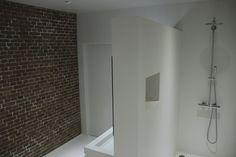 Naadloze stoere badkamer  Meer interieur-inspiratie? Kijk op Walhalla.com/inspiratie