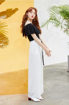 I have come to the conclusion that i need shoes. Korean Street Fashion, Asian Fashion, Girl Fashion, Lee Sung Kyung Fashion, Lee Sung Kyung Style, Lee Sung Kyung Hair, Korean Girl, Asian Girl, Korean Celebrities