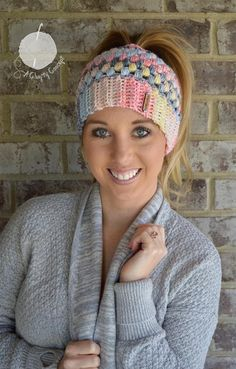 Exceptional Stitches Make a Crochet Hat Ideas. Extraordinary Stitches Make a Crochet Hat Ideas. Crochet Beanie, Crochet Hats, Crochet Headbands, Bandeau Crochet, Ponytail Beanie, Bun Beanies, Crochet For Beginners, Hand Crochet, Quick Crochet
