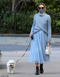 Hands full:Palermo carried a small designer bucket bag in one hand and her dog's retracta... Estilo Olivia Palermo, Look Olivia Palermo, Olivia Palermo Outfit, Olivia Palermo Lookbook, Olivia Palermo Street Style, Monochrome Outfit, Monochrome Fashion, Basic Style, Style Me