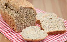 Dinkel-Topfen-Brot mit Mohn -  Ein einfaches Rezept, bestens geeignet für neugierige Einsteiger und Gelegenheitsbäcker!  Dinkel und Topfen/Quark bilden die geschmackliche Basis für ein saftiges Brot, das in der Backform gebacken wird. Banana Bread, Cooking, Desserts, Food, Sweets, Deserts, Peasant Bread, Bakeware, Goodies