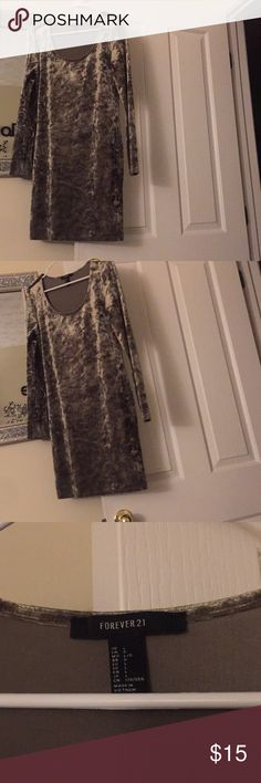 """Forever 21 Crushed velvet Mini dress Worn A Couple Times / Great """" Like New """" Condition / Runs Small / Very Stylish / No Stains , Smells , or Oder's / Long Sleeve Forever 21 Dresses Mini"""