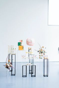 Whimsical Modern Art Gallery Wedding with sculptural Wedding Cakes #wedding #confettidaydreams #weddingplanning #mintwedding #modernwedding #whimsicalwedding #weddingflowers #weddingideas #weddingdecor