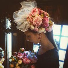 ヘッドドレス!! 大きめのチュールを添えて❗❗(*^^*)和装用で作りました(*^^*) #ヘッドドレス  #ヘッドアクセサリー  #ウェディングニュース  #ウェディングレッスン  #髪飾り  #花屋  #花のある暮らし  #花のある生活  #フラワーアレンジメント  #フラワーショップ  #アーティシャルフラワー  #アートフラワー