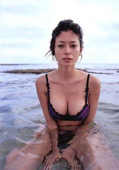 真木よう子の画像|美人画像・美女画像投稿サイトの4U  (via http://4u-beautyimg.com/image/c65710f12fb66e49408ede2155fab234 )