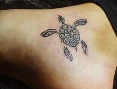 Kleiner Schildkröten Tattoo am Knöchel