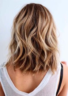 Amazing Medium Length Haircut Ideas for Women to Show Off in 2021 Medium Length Hair With Layers, Long Layered Hair, Medium Hair Cuts, Short Hair Cuts For Women, Long Curly Hair, Medium Hair Styles, Long Hair Styles, Thin Hair, Modern Short Haircuts