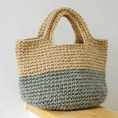 コクヨの麻ひもを染めて編みました。細編み+すかし部分が中長編みです。シンプルに木製のトグルボタンにして、革紐は本革です。*内ポケット付で、今回の販売より肩の部分をを補強と 伸び止めため引き抜き編みをしております。【手染め】麻ひも染色時に、糸でくくり、意図的に染めムラをつけていますので、ひとつひとつ違う表情のバッグになります。経年変化による、ユーズド・ジーンズのようなシャービーな色具合も後々楽しめます。普段使いにどうぞ♪サイズ(約cm)楕円底 19X28深さ 19(細編みの最後段まで)周囲 81*肩にあたるトップからボタン上部の位置まで 垂直で 25~26 (ゆったりしてます)★裏地は付けてません。★荷造り用の麻ひもで編んでるため、最初麻ひもの毛などが 黒っぽいお洋服(生地)などに付くと目立つ場合がございます ので、気になる方はご遠慮くださいませm--m★手染めの取扱注意★ 普段のお使いで、色移りしたりすることがないよう染色の 仕上げ時には努力しております^^ ただ、手染めバッグがぐっしょり濡れた状態で、白、もしくは 薄い色の布地・革などと一緒に長時間放置しますと色移りす...
