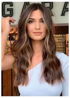 Golden Highlights Brown Hair, Brown Hair Balayage, Brown Blonde Hair, Hair Color Balayage, Purple Highlights, Brown Highlighted Hair, Highlights Around Face, Face Frame Highlights, Brunette With Caramel Highlights