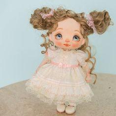 My lovely doll is in a new family now.  #alicemoonclub #ooak #fabricdolls #handmade #clothdoll #heirloomdoll #cotton #doll #homedecor #interiordolls #artwork #인형#娃娃 #kawaii #artdolls #vintage #unique #picoftheday #puppet #dollmaker #etsyseller #like4like #dollstagram #handmadedoll #dollscollection #dollforsale #giftideas #chery #softdoll #etsyshop
