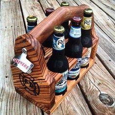 Portadores de la cerveza artesanal. Cada portador está hecha de madera de alta calidad y hechos a mano para sujetar las botellas de cerveza. Su cerveza artesanal merece un portador artesanal. Estos hacen grandes regalos y podemos ofrecer un descuento en pedidos de 4 o más. Los