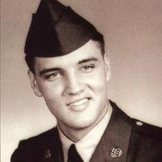 Elvis .. me en cantan los militares.. Lol