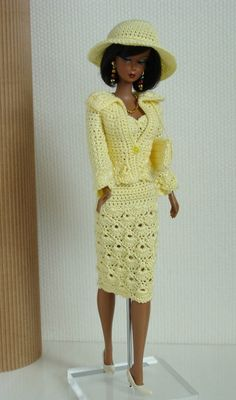 Crochet Clothes For Barbie Doll (Barbie Fashion) to BRL 25 in PrecioLandia Brazil Crochet Barbie Patterns, Crochet Doll Dress, Crochet Barbie Clothes, Knitted Dolls, Moda Barbie, Col Crochet, Barbie Dress, Barbie Doll, Black Barbie
