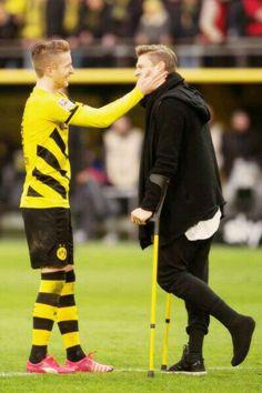 Reus sure understands what it means to be in Piszczek's shoes Football Love, Football Players, Bae, Dfb Team, Robert Lewandowski, Soccer Boys, Dream Boy, A Good Man, Poses