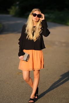 6c8be55faeec an evening walk orange nederdel Ganni udsalg me and the met sommer outfit  modeblogger Amy Dyrholm H M Vila sandaler Bæst restaurant København mini  ferie