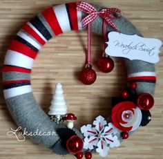 Christmas Gray Red White Yarn Felt Wreath with Red Rose, Snowflake, Christmas Tree and Toadstool - https://www.facebook.com/Luksdecor