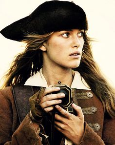 """Elizabeth Swann in """"Pirates of the Caribbean: Dead Man's Chest"""" Will And Elizabeth, Elizabeth Swann, Captian Jack Sparrow, Captain Jack, On Stranger Tides, Pirate Life, Beautiful Stories, Keira Knightley, Dead Man"""