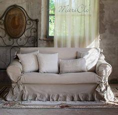 """Sua Maestà Il Copridivano  """"Shabby Chic"""" di @blancmariclo. Shop online: http://www.petitreve.it/la-biancheria/accessori-tappeti"""