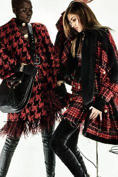 Guarda la sfilata di moda Balmain a Parigi e scopri la collezione di abiti e accessori per la stagione Pre-Collezioni Autunno-Inverno 2017-18.
