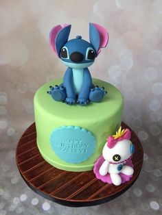 stitch and scrump, robyn loves cake Lilo And Stitch Cake, Lelo And Stitch, Lilo Et Stitch, Fondant Cakes, Cupcake Cakes, Boys 18th Birthday Cake, Disney Inspired Food, Dessert Decoration, Disney Cakes