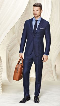 Completely refined: sartorial blue tailoring and a leather briefcase from BOSS Menswear Pre-Spring 2016 Hugo Boss Trajes, Hugo Boss Man, Terno Slim, Moda Formal, Style Masculin, Suit Shoes, Men's Suits, Blue Suits, Men's Clothing