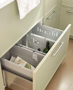 Zona de reciclaje  Identifica cada apartado con stickers. Te ayudará a no confundirte. Estos son de Ikea.