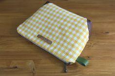 Zippered Handbag - Cosmetic Bag Tutorial ~ DIY Tutorial Ideas!