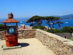 Castello St.Tropez, looking down to the harbour and the mio-$-yachts.