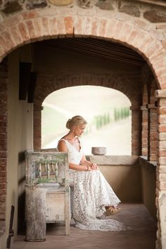Can you even imagine hosting a wedding in Tuscany? It simply doesn't get more romantic, and this beautiful soiree captured by Amy Turner and planned to perfection by Super Tuscan Wedding Planners . Country Wedding Inspiration, Under The Tuscan Sun, Tuscan Wedding, Wedding 2015, Bridal Photography, Beautiful Bride, Wedding Photos, Wedding Rings, One Shoulder Wedding Dress