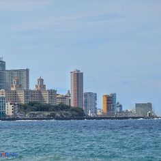 Edificios modernos forman parte también de la maravillosa Habana, desde el Malecón. Hotel Nacional. #cubaandbeds #cuba  #habana #havana #travel #street  #city  #caribe #caribbean  #viajar  #lahabana  #malecon  #life #amazing #view  #sea #edificio #instagood  #beautiful #photooftheday #picoftheday #bestoftheday #tourism  #ig_caribbean #ig_cuba #loves_habana #loves_latino #instatravel #follow