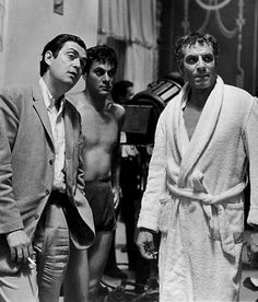 Kubrick with Tony Curtis and Laurence Olivier on the set of Spartacus
