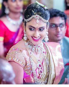 Diamond jwelery Indian Bridal Sarees, Indian Bridal Fashion, Indian Wedding Outfits, Saree Wedding, Wedding Bride, Bridal Jewellery Inspiration, Bridal Jewelry, Hindu Bride, Bride Portrait