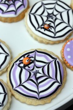 Spider Web Decorated Cookies _Sweetopia (22 fall cookie and cupcake recipes and tutorials)