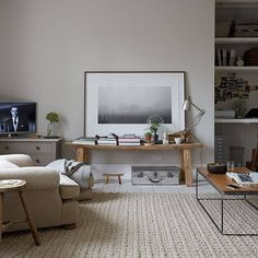 Åhh vilket vilsamt rum. Visst ser mattan ser underbart mjuk ut? Ohh what a restful room. Absolutely love the carpet. See more images from this home at 'House to home'.