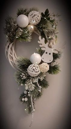 Christmas Ornament Crafts, Christmas Projects, Holiday Crafts, Art Floral Noel, Creation Deco, Xmas Wreaths, Deco Floral, Xmas Decorations, Christmas Inspiration