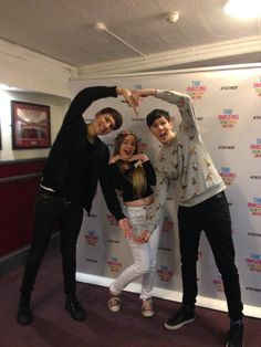 THERE WAS A DIL FANTY WHERE THEY POSED LIKE THUS OML