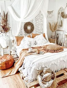 10 Style Tips for Your Boho Bedroom - DIY Darlin' Bohemian Bedroom Decor, Boho Room, Bohemian Style Bedrooms, Bohemian Apartment Decor, Whimsical Bedroom, Bohemian Bathroom, Boho Style, Moroccan Bedroom Decor, Moroccan Inspired Bedroom
