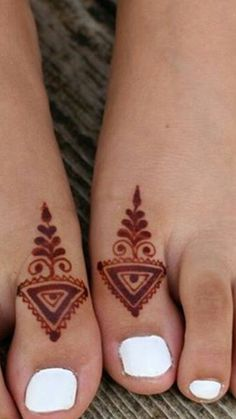 Thumb fingers goes decorous Unique Mehndi Designs, Mehndi Designs For Fingers, Henna Designs Easy, Beautiful Henna Designs, Latest Mehndi Designs, Mehndi Designs For Hands, Henna Tattoo Designs, Henna Foot Designs, Mehendi
