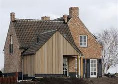 Kempische woning met houten aanbouw.