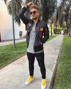 """11 mil Me gusta, 81 comentarios - Stefano De Gregorio (@yeyitodegregorio) en Instagram: """"V I E R N E S 🤘 tu cuerpo lo sabe bebeeeee💥 Hoy por unica vez de 22hs a 00hs con mis amigos…"""""""