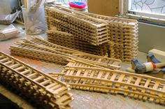 Risultati immagini per Ricardo Heijmans Model Trains, Toy Trains, Wooden Toy Train, Woodworking Projects, Diy Projects, Wood Toys, Craft Stick Crafts, Google, Layout