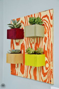 Learn how to make this DIY scrap wood succulent wall planter. Perfect for a sunroom, indoors, or out! #diyhomedecor #diycraftideas #eastcoastcreative Diy Wall Planter, Succulent Wall Planter, Diy Planters, Succulents Garden, Hanging Planters, Concrete Planters, Scrap Wood Art, Scrap Wood Projects, Diy Projects