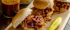 Spicy Pulled Pork Sliders for Memorial Day Slow Cooker Recipes, Diet Recipes, Pulled Pork Sliders, Boston Butt, Homemade Bbq, Hamburgers, Stuffed Hot Peppers, Spicy, Good Food