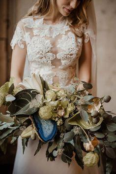 Hochzeitsinspiration in Achat-Blau & Gold YANNICK ZURFLÜH http://www.hochzeitswahn.de/inspirationsideen/hochzeitsinspiration-in-achat-blau-gold/ #wedding #inspiration #gold