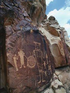 Photographic Print: Petroglyphs by Jeff Foott : Ancient Mysteries, Ancient Artifacts, Native Art, Native American Art, Art Rupestre, Art Du Monde, Cave Drawings, Art Premier, Southwest Art