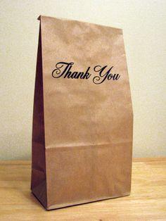 Mooie papieren zakjes om een bedankje in te verpakken Via Etsy http://www.etsy.com/nl/listing/177330280/5-thank-you-classic-gift-bags-paper