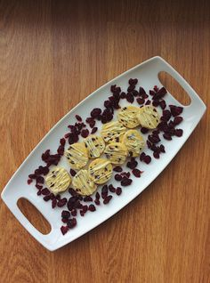 Cranberry orange shortbread cookies with white chocolate drizzle! Perfect seasonal and festive treat. Can make ahead and the dough stores very well! Chocolate Drizzle, White Chocolate, Shortbread Cookies, Festive, Treats, Canning, Orange, Sweet Like Candy, Goodies